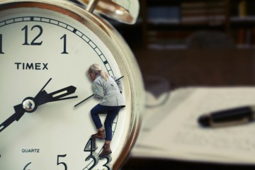 Themenfindung, Recherche, Strukturierung, Endspurt, Druck - so planst Du Deine Abschlussarbeit optimal. Ein Zeitplan hilft Dir, den Überblick zu behalten!