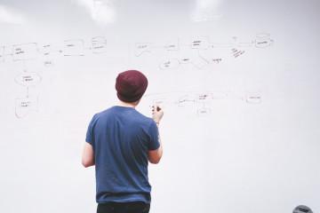 So erstellst Du eine Gliederung und das perfekte Inhaltsverzeichnis für die Abschlussarbeit. Wir geben Dir Tipps zu Gestaltung, Format und Formulierung.