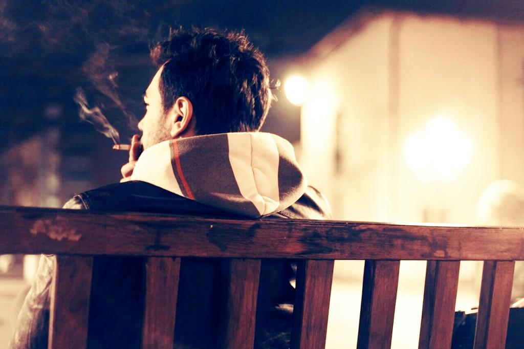 Sitzen ist genauso schlecht wie Rauchen. Wtf!? Was Du als Schreibtischtäter für Deine Gesundheit tun kannst und warum auch ständiges Stehen schädlich ist ...